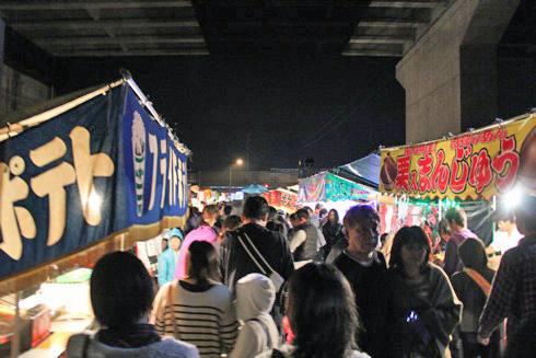 大頭神社 参道に出る出店の画像