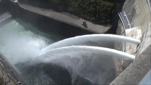 龍姫湖まつり(温井ダム祭り)、放水イベントや地元グルメ