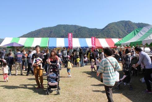 龍姫湖まつり(温井ダム祭り) 屋台村の様子