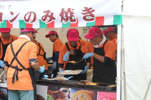 広島てっぱんグランプリ お好み焼きブースの様子2