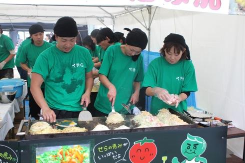 広島てっぱんグランプリ お好み焼きブースの様子1
