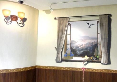 階段でトリックアート 「ドンキKAIDAN美術館」、ドンキホーテ広島八丁堀店2
