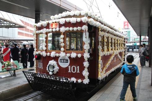 広島電鉄100周年、開業当時の花電車再現