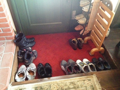 ぬく森 靴を脱いで上がります