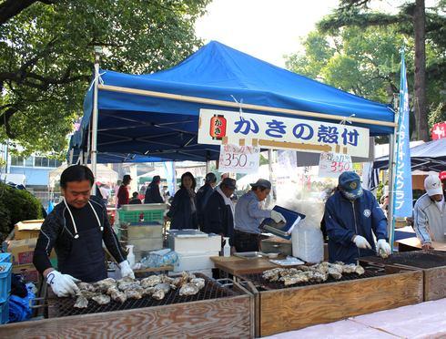くれ食の祭典 焼き牡蠣ブース