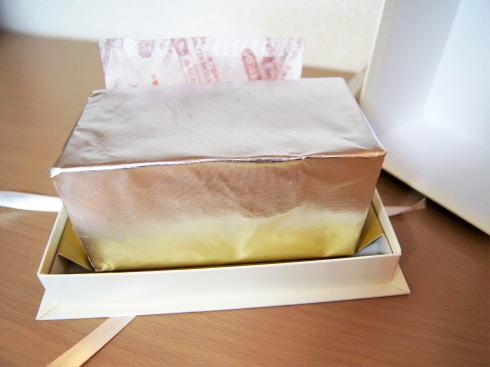 バタークリームケーキ ケークオブール カットしたところ