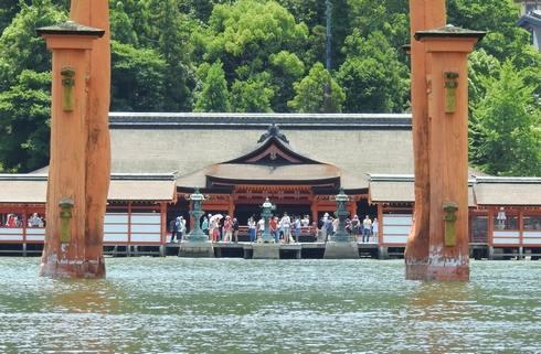 海に浮かぶ厳島神社