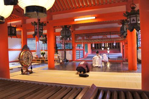 宮島 厳島神社 祈祷の様子の写真