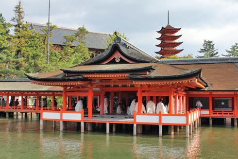 宮島 厳島神社、海に浮かぶ朱の社へ