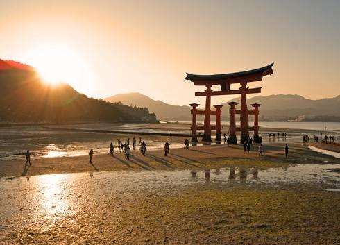 宮島・厳島神社の大鳥居は、そばまで歩いていける