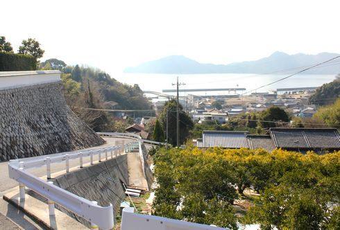映画 東京家族のロケ地となった 圓妙寺(広島県・大崎上島)からの眺め