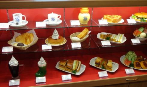 コメダ珈琲店 広島の入口ショーケース