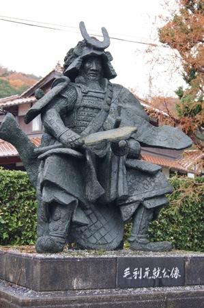 毛利元就の像