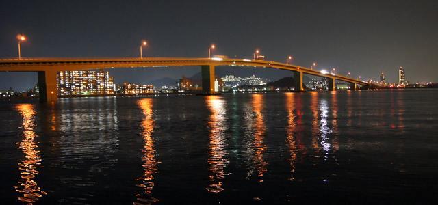 広島はつかいち大橋で夜景萌え、広島港 五日市ふ頭の夜の姿