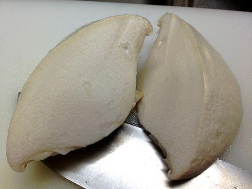 あわび茸、食感がアワビにソックリな 真っ白い高級キノコ
