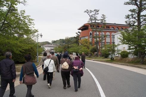 江田島 海軍兵学校 見学者たちの画像