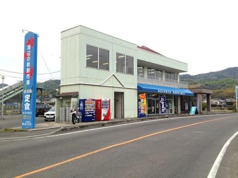 江田島 海辺の海鮮市場、魚飯も食べ放題の人気食堂