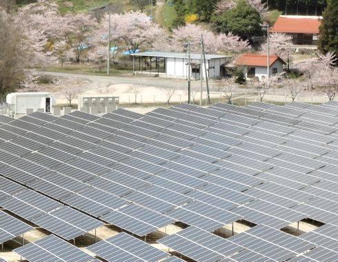メガソーラー発電所、広島県安芸太田にもソーラーパネルが並ぶ風景