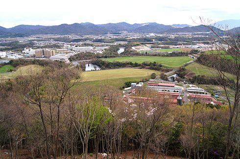 鏡山城跡 山頂から西農高を望む風景