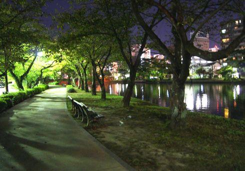 広島市 水の都リバーウォーク 夜の様子1