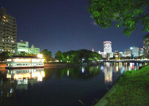 広島市 水の都リバーウォーク 夜の様子2