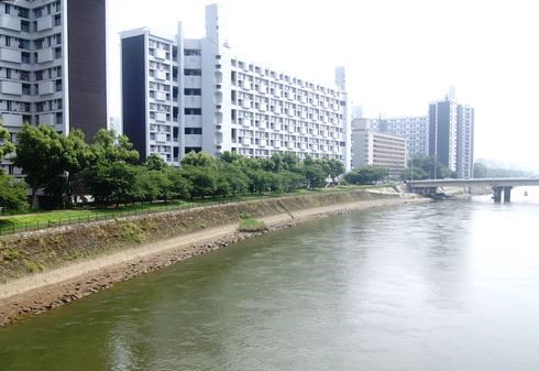 広島市 水の都リバーウォーク 基町の川沿い