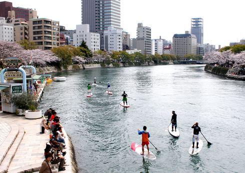 SUP(スタンドアップパドルボード)、広島の川や海で新たなスポーツ