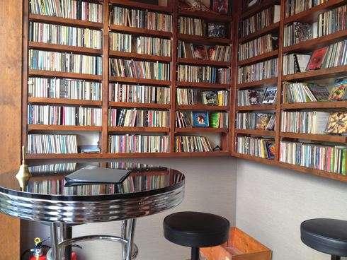 スワロウテイル 本通のカフェバー 1階