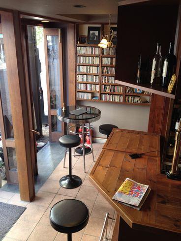 スワロウテイル 本通のカフェバー 1階の様子