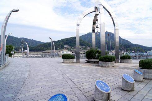 海田町 ひまわり大橋、街のシンボル橋は時にステージにも
