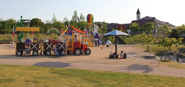 みよし運動公園 遊具のパノラマ写真