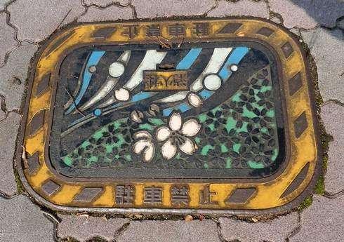 三次市のマンホール、鵜飼や桜の消火栓も
