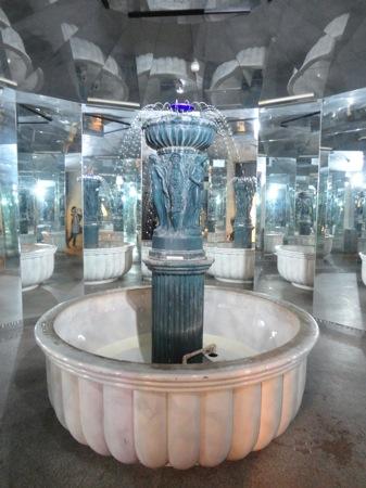 広島 ガラスの里 噴水の画像