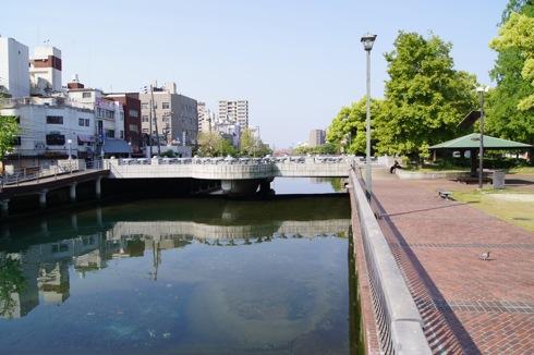 呉市 中央公園そばの川の風景