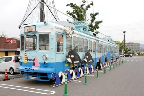パルティフジ坂のイルカ電車が7月からライトアップ
