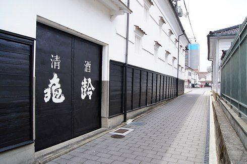 酒蔵通り、東広島市西条の酒蔵めぐりと町並み