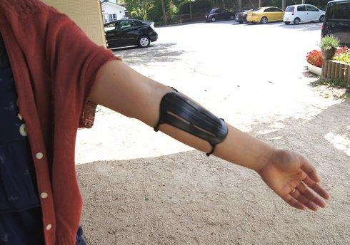 アーチェリー 腕を保護するアームガード