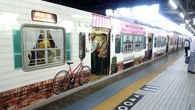 JRまんぷく宝しま号 広島ラッピングトレイン1