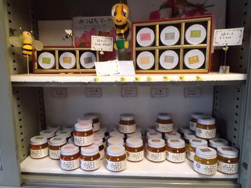 光源寺養蜂園の店内の様子