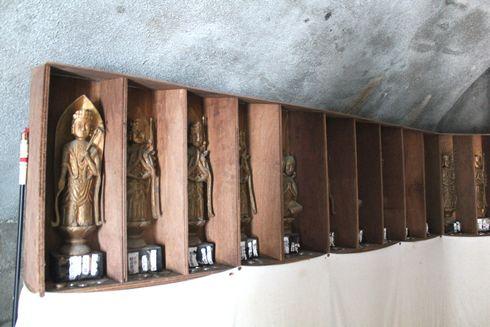 江田島 大窪寺の大仏の中には仏像がたくさん