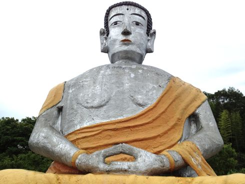 大仏の顔がドーン!大窪寺、江田島ののどかな風景に