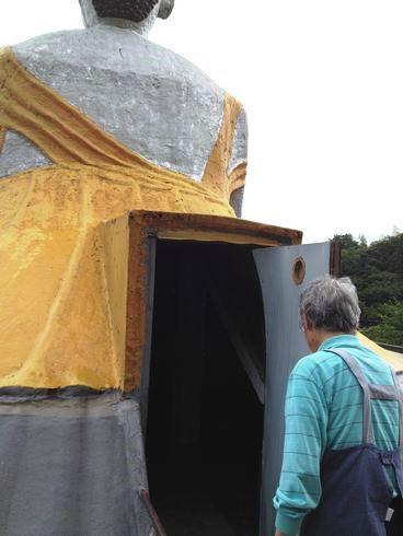 江田島 大窪寺の大仏の中に入る