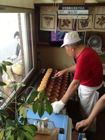 津保美堂製菓(つぼみどう)のおじいちゃん