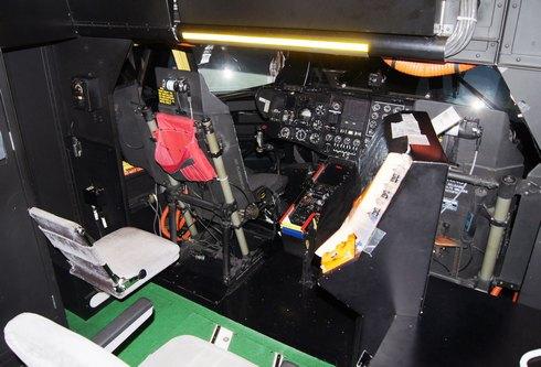 フライトシュミレーター MH-53Eの内部の様子