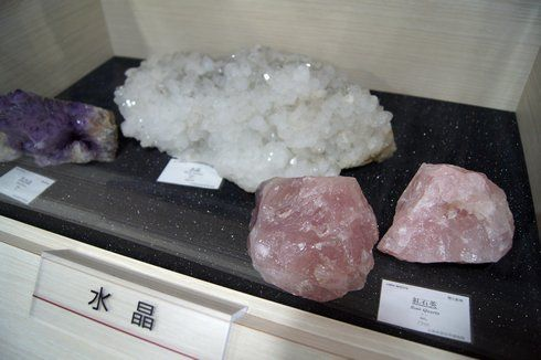 岩石と鉱物の展示室