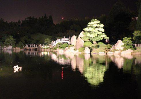 三景園 観月会の夜のライトアップ
