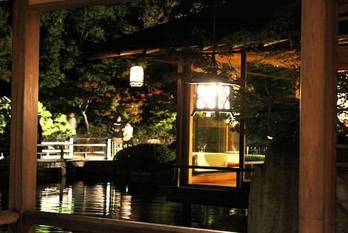 三景園で夜の園内を散策