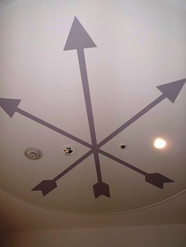 広島ワシントンホテル、天井には三本の矢が