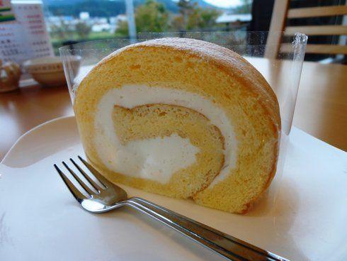 世羅マルシェの人気商品、ロールケーキ