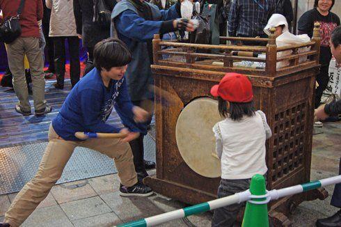 えびす講(胡子大祭)2013  太鼓たたく子どもたち